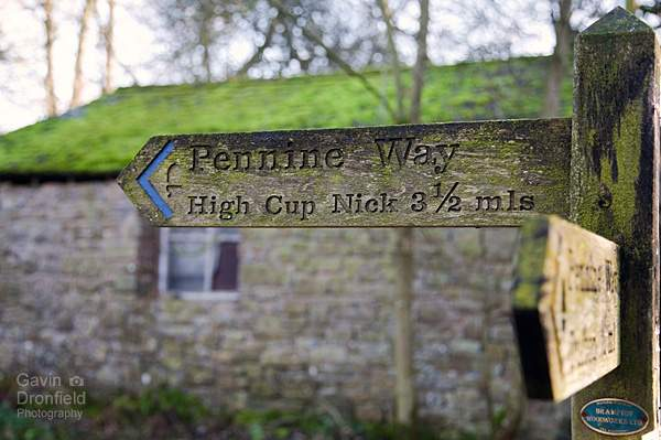 wooden pennine way finger post in dufton pointing to high cup nick